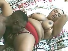 Plump ebony w big boobs gets licked