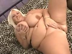 Perky fat mom w huge tits shows off