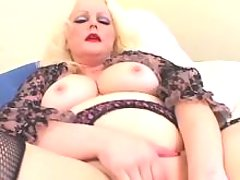 Mature BBW enjoys dildo