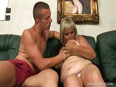 Horny grandma bbw kokai cleans the dick with hard fuck